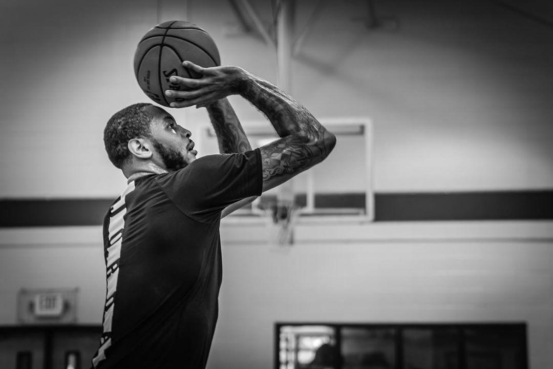 父爱满满!安东尼更新社媒晒出自己与儿子篮球训练旧照