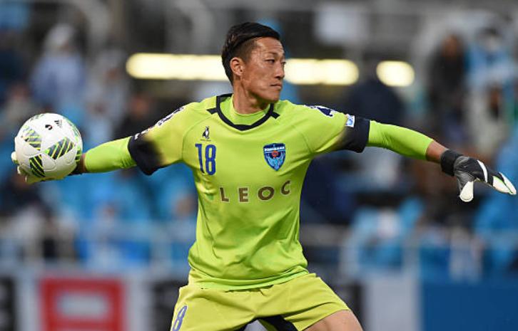 南雄太时隔11年半再次J1联赛首发出场,难阻横滨5球惨败