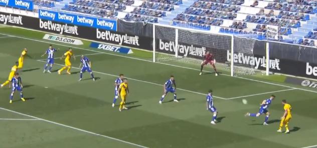 GIF:梅西喂饼,法蒂门前抢点破门,巴萨1-0阿拉维斯