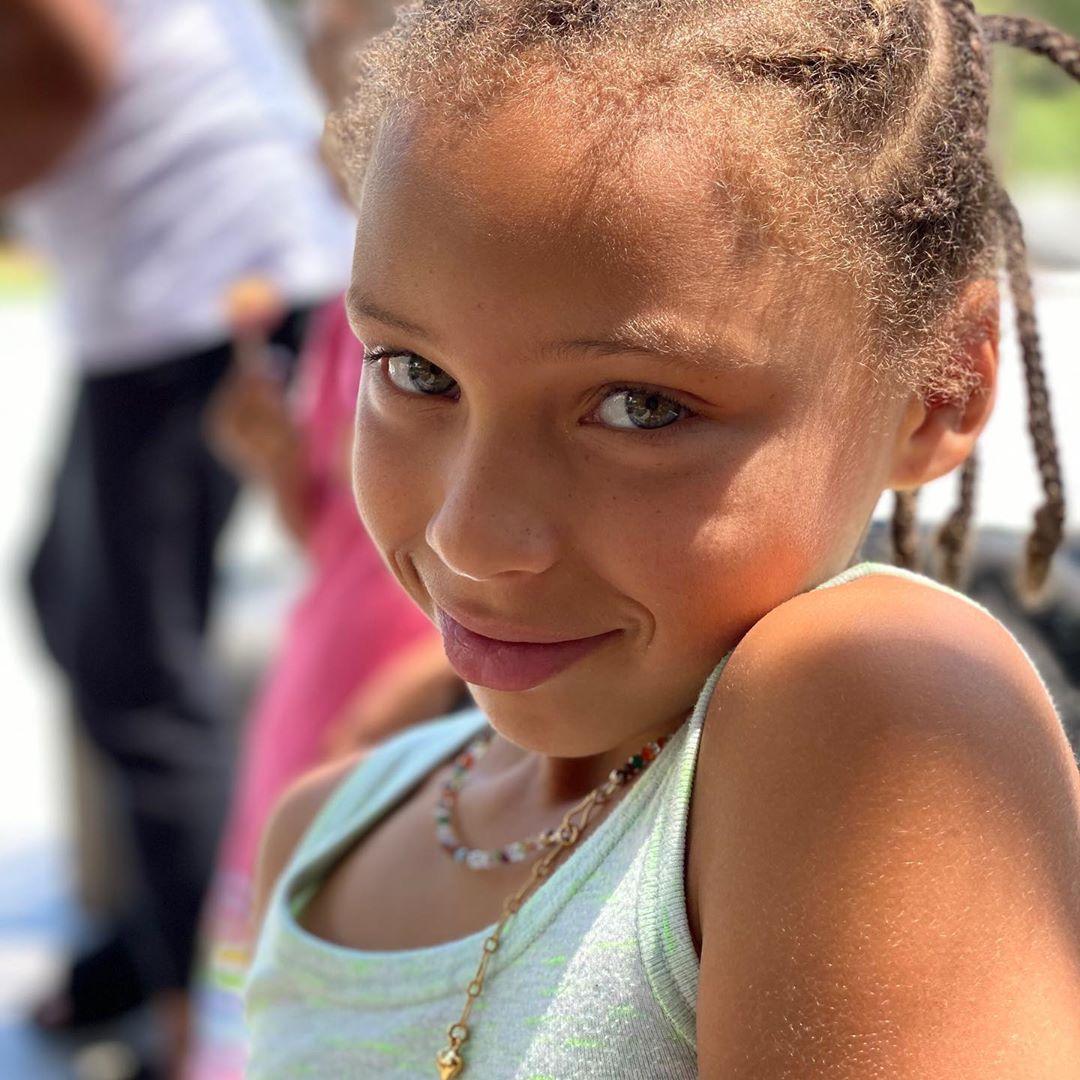 小公主要八岁了!阿耶莎晒大女儿莱利的照片