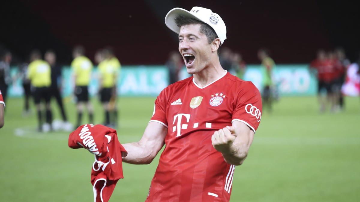 踢球者:德甲270名球员投票,莱万当选最佳外场球员