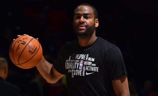 NBA官方推特祝76人球员亚历克-伯克斯29岁生日快乐