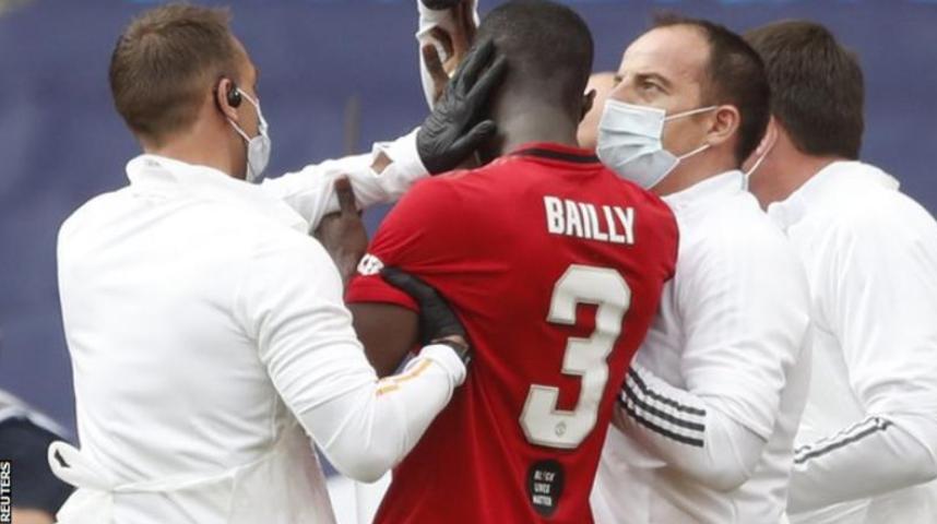 BBC:战切尔西两次头部碰撞,巴伊已经佩戴颈套出院