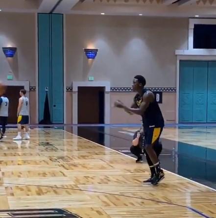 NBA官推晒奥拉迪波投篮训练视频:太丝滑了