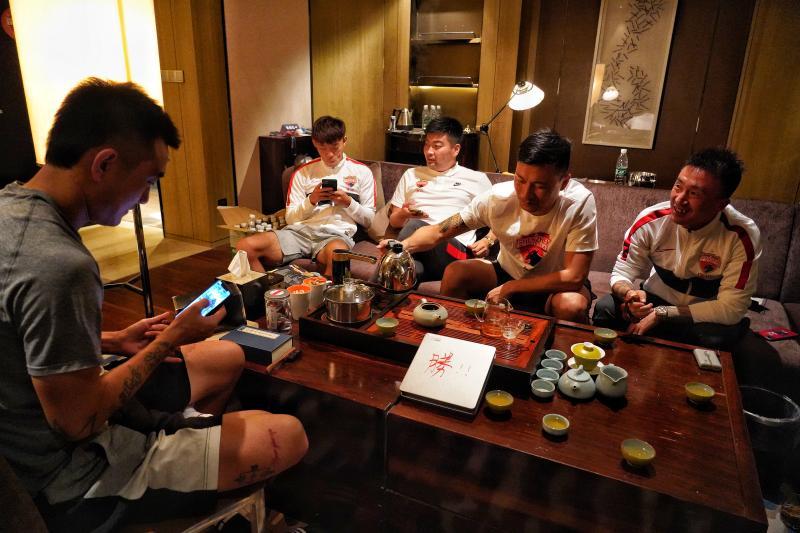 不少球员喜欢功夫茶,喝茶谈天可增进相互了解