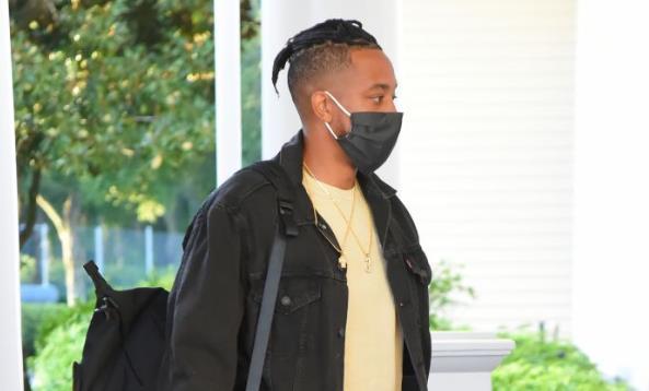 CJ-麦科勒姆:身边没人的时候,我也会戴着口罩