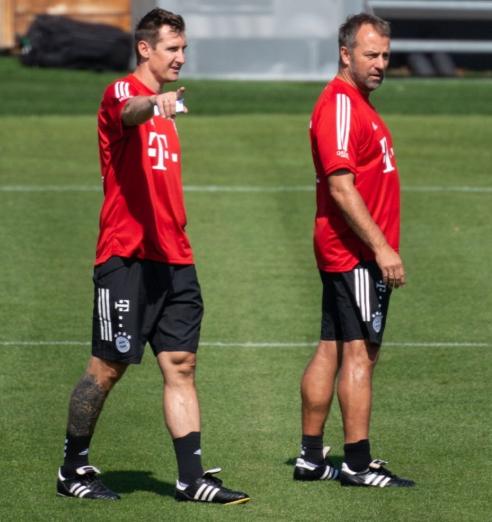 多图流:克洛泽首次作为助理教练,带领拜仁训练