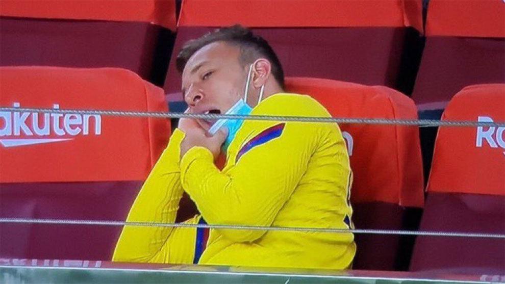 世体:阿图尔欲留巴西不愿出战欧冠,巴萨或处罚球员
