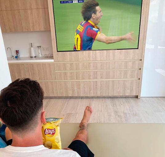 梅西晒自己观看2011年欧冠决赛照:我最喜欢的欧冠回忆之一