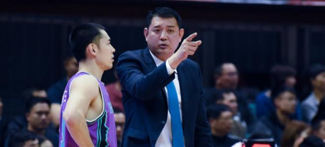 巩晓彬总结球队表现,张庆鹏回应退役话题:不会离开篮球