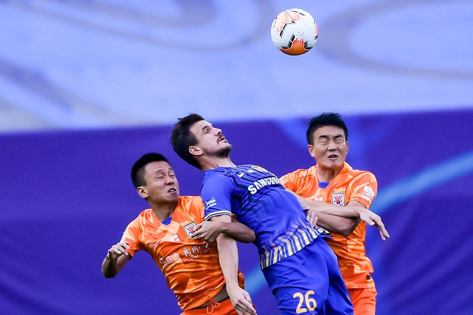 半场:双方进攻疲软谢鹏飞射门后伤退,苏宁0-0鲁能