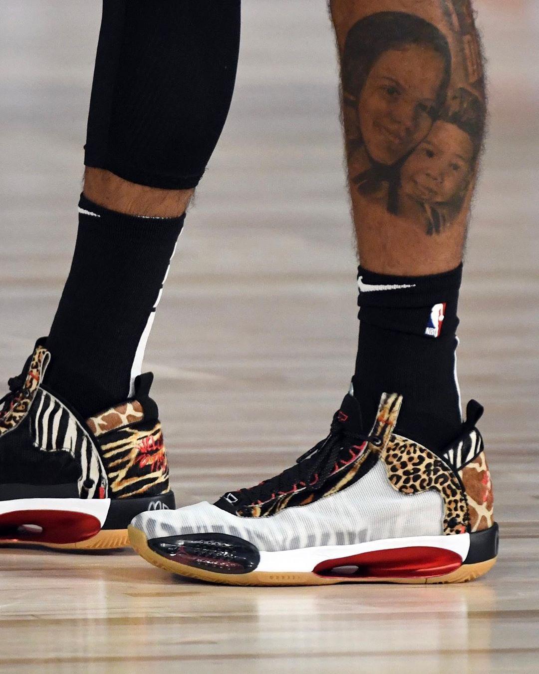 """塔特姆在今天的比赛中穿着""""ZOO""""个人定制版球鞋"""