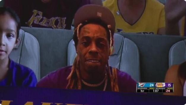 著名说唱歌手Lil Wayne现身湖人球迷虚拟大屏