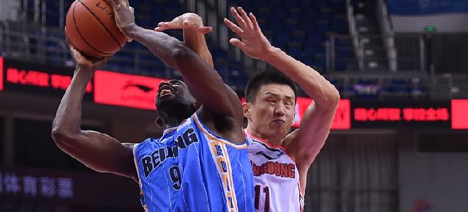 尤度砍下24分21篮板,篮板数追平北京队季后赛个人篮板纪录