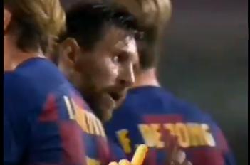 赛后马诺拉斯和巴塞罗那试图与梅西握手,但梅西直接拒绝了