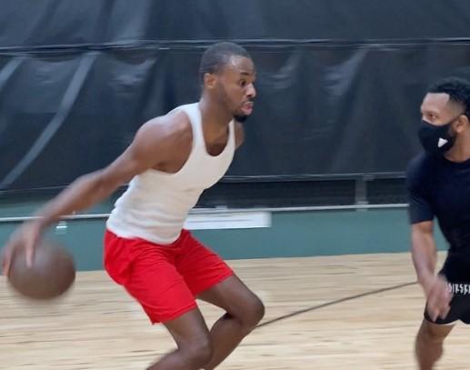 有无长进?威金斯在训练中连过数人扣篮的片段