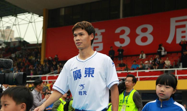 记者:李健华和前天海青训教练苑维玮暂时加入深足工作组