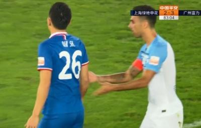 GIF:姆比亚推射破门,于汉超越位在先被判无效