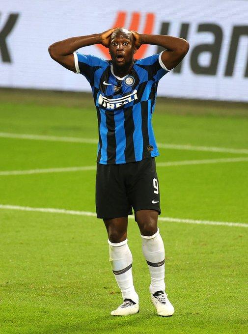 卢卡库成为2001年以来,首位在欧联决赛打入乌龙球的球员