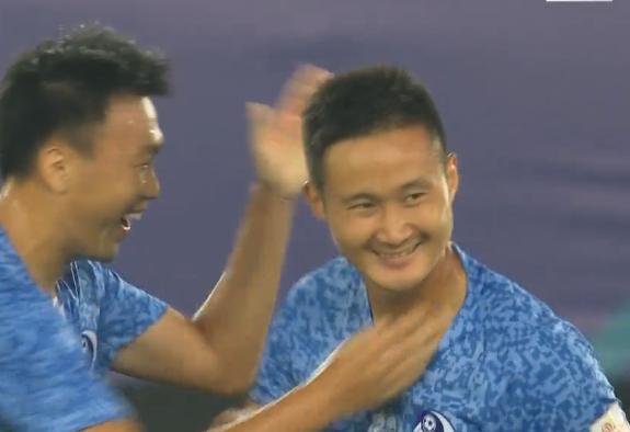 GIF:王耀鹏临危受命率先破门,大连人1-0恒大