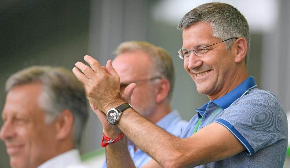 海纳:接受蒂亚戈离队决定,没人能挑战莱万世界足球先生
