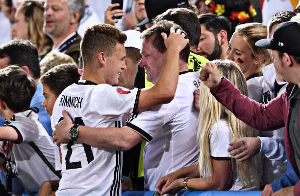 图片报:基米希父亲去里斯本看欧冠决赛,在酒店外等儿子