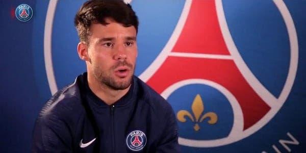 贝尔纳特:我和巴黎合同还剩一年,但我想在这踢很多年