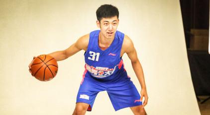 广东男篮与青年队后卫王昊宇签下两年新秀合同