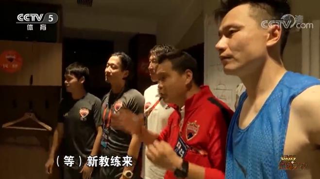 小克鲁伊夫首秀推迟,深圳决定由代理教练组继续指挥