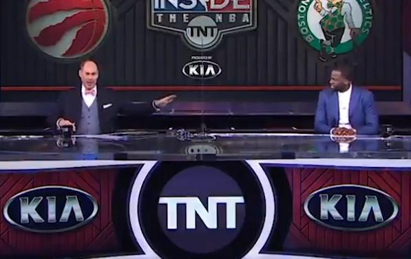 主持人Ernie提到掘金1-3逆转体育直播360斗牛游戏下载单机版,一旁的追梦表示:冷静!