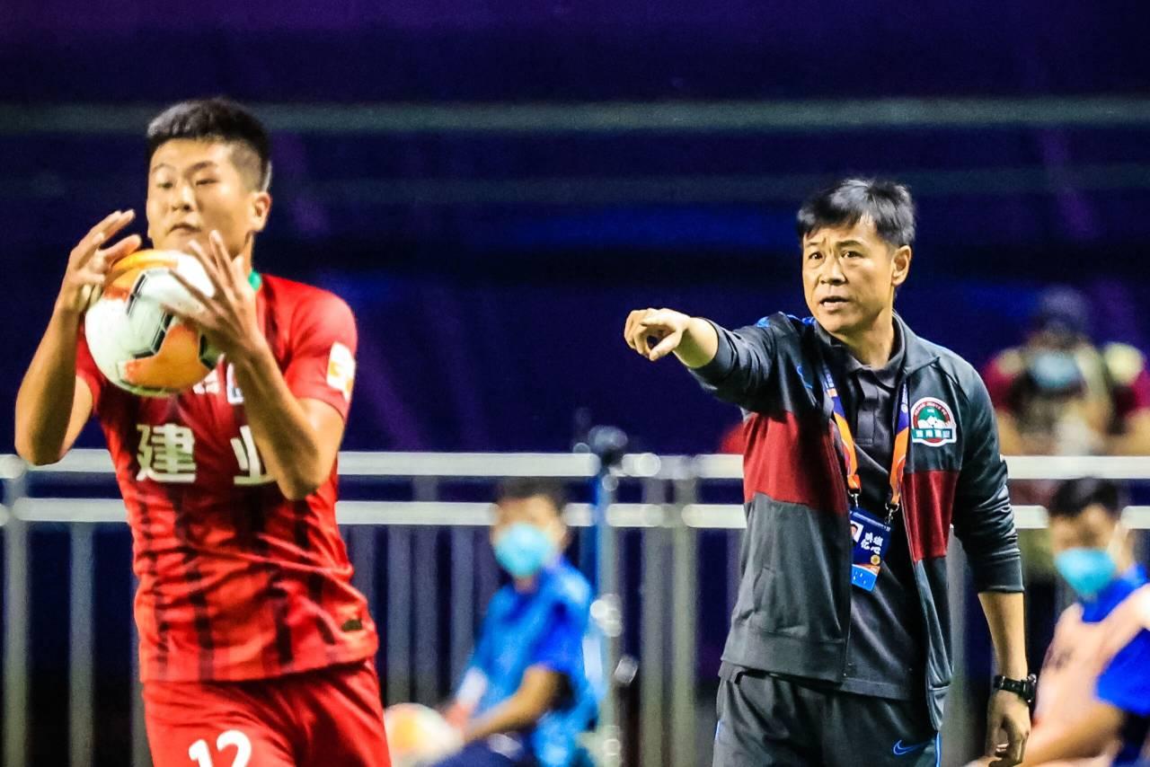 建业新帅抵达上海开始隔离,杨戟将带队完成第一阶段联赛