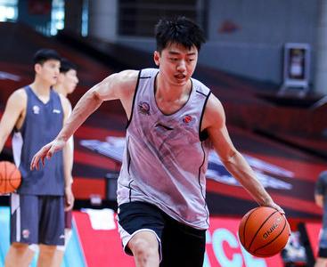 官宣:前新疆男篮队员刘羽楠转会同曦男篮