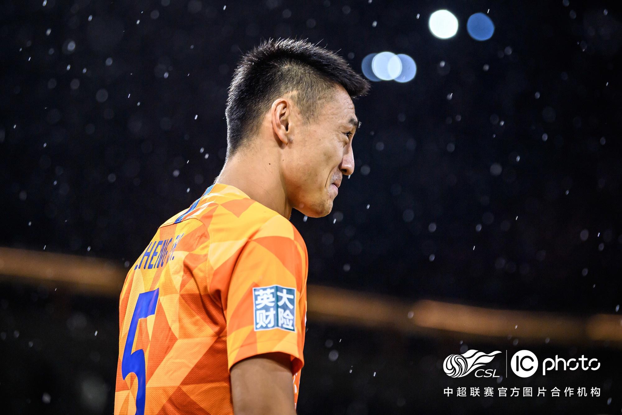 郑铮:近三场比赛最不该输大连,希望踢完恒大再迎转折 第1张