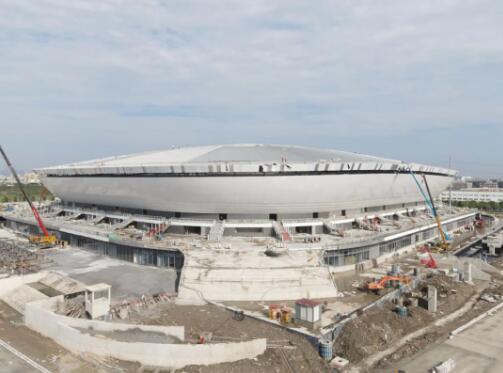 浦东足球场阶段性交付,第一排观众座席距离球场仅10米