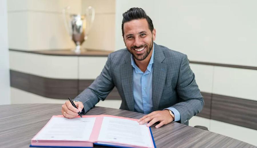 来新仁了!官方:皮萨罗加盟拜仁,成为俱乐部形象大使 第1张