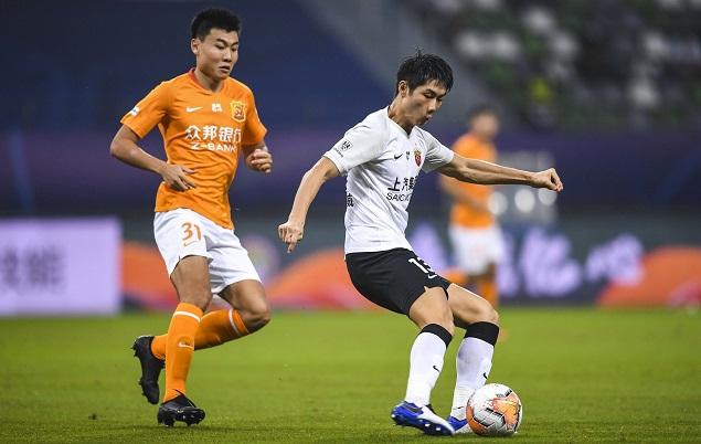 半场:颜骏凌救险傅欢争议手球,卓尔0-0上港