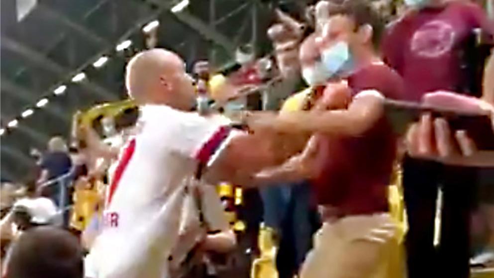 汉堡德国杯首轮即遭淘汰,球员还冲上看台和球迷发生推搡