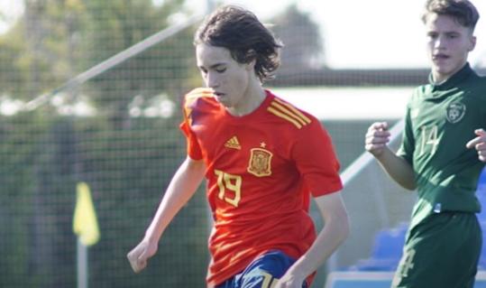 比利亚雷亚尔15岁边锋加盟皇马,偶像是梅西伊涅斯塔 第1张