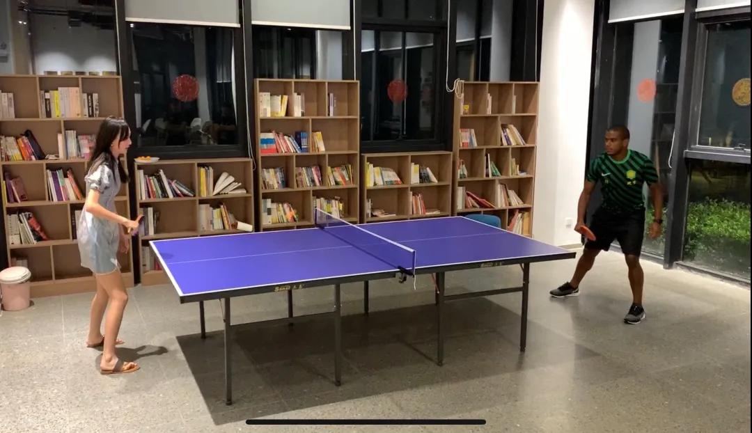 """国安外援费尔南多乒乓球不敌记者,热内西奥完成""""复仇"""""""