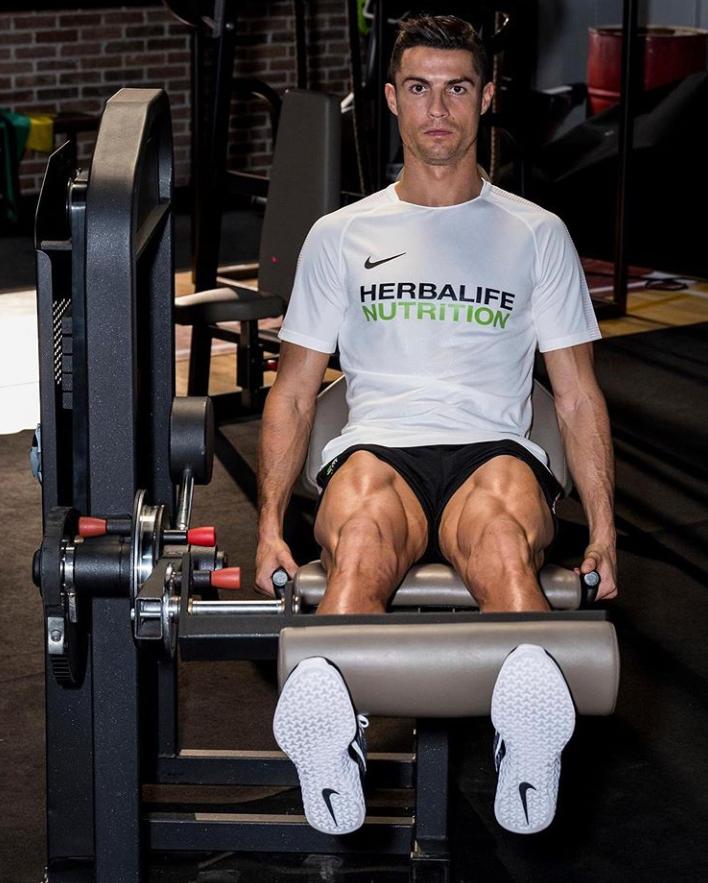 《【煜星登录测速地址】看看这健硕的大腿肌肉!C罗晒健身照:好的恢复是关键所在》
