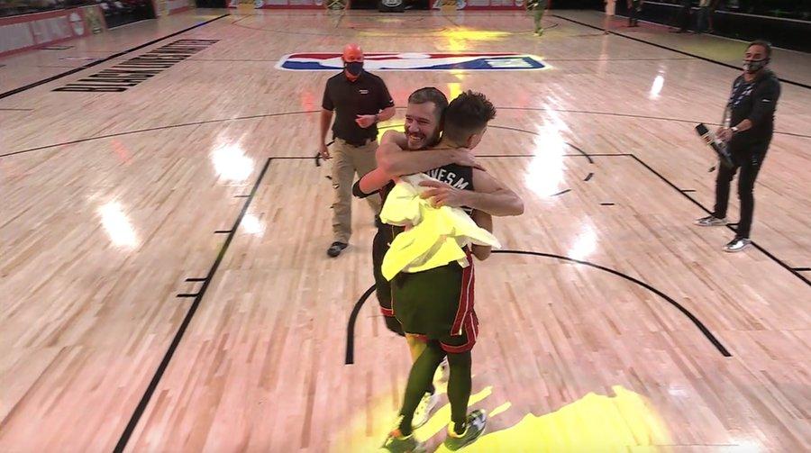 鸭脖体育再次表白!赛后德拉季奇拥抱希罗大喊:我爱你!_鸭脖体育NBA新闻
