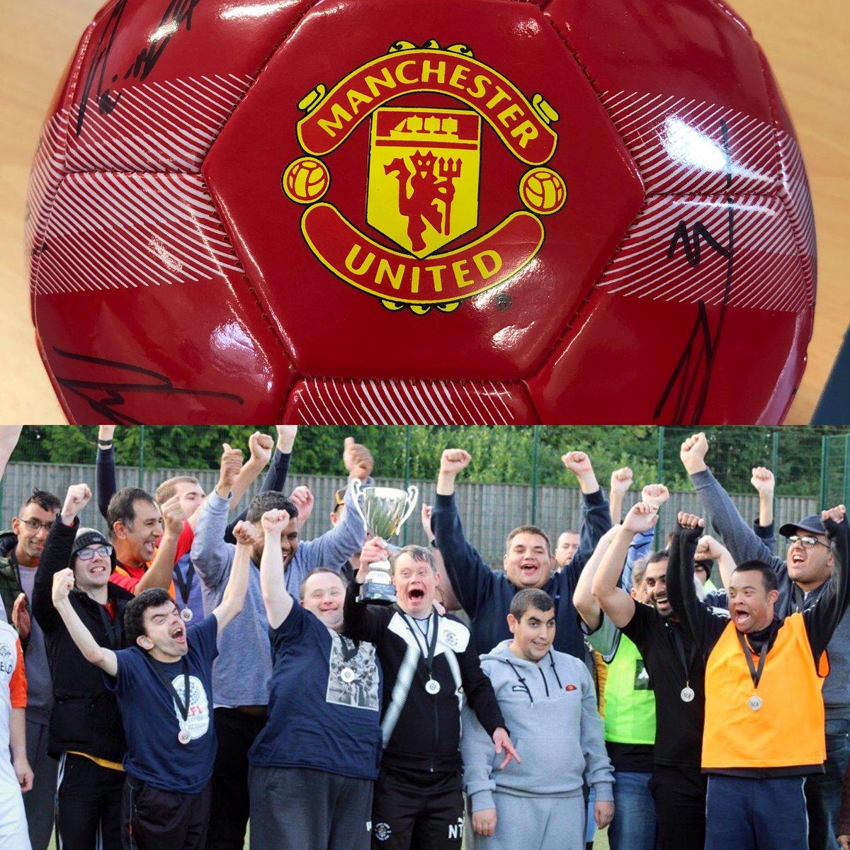 温情!曼联给联赛杯对手送出全体签名足球,助力慈善