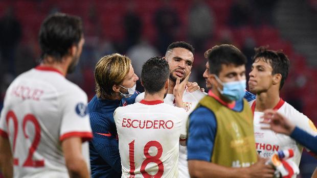 恩-内斯里错失单刀落泪,塞维利亚队友们赛后纷纷安慰