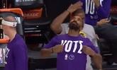 超人登场!JR-史密斯在替补席模仿霍华德扣篮大赛时动作
