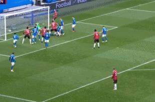 GIF:闪电扳平!马奎尔门前推射破门,曼联1-1布莱顿