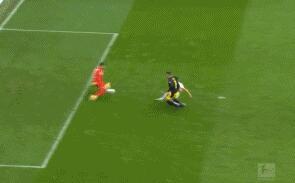 GIF:卡利朱里倚住默尼耶劲射破门,奥堡2-0多特
