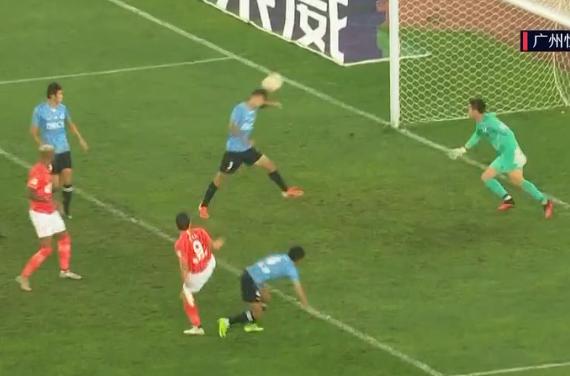 GIF:单鹏飞门前头球后蹭乌龙,恒大1-0大连