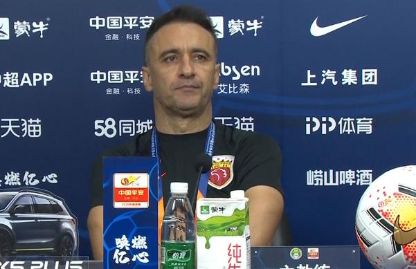 佩雷拉:只想对球员场亚博平台下注上努力表示祝贺,满意第一阶段表现