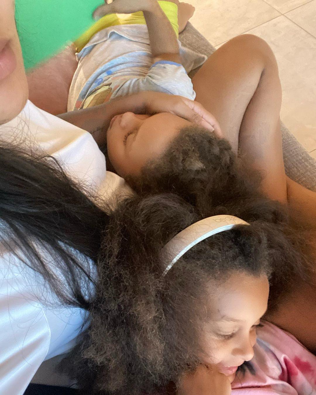 妈妈的小可爱!阿耶莎晒自己抱着女儿的照片:我的宝贝
