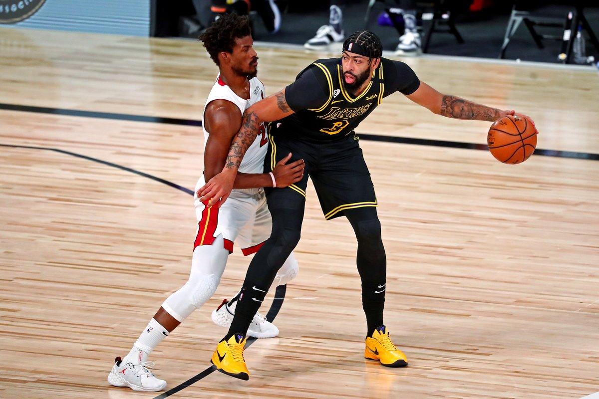 戴维斯总决赛32分8个进攻篮板,NBA历史奥尼尔后首人